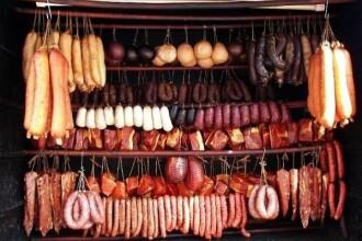 Targ de produse traditionale de Craciun in Bucuresti, pana in 23 decembrie. Cum se face tochitura