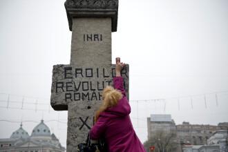 Banner la depunerea de coroane in memoria eroilor: Intrebati-l pe Iliescu cine a deturnat Revolutia