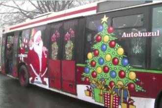 Un autobuz plin de cadouri. In Galati si Baia Mare, Mos Craciun circula cu transportul in comun