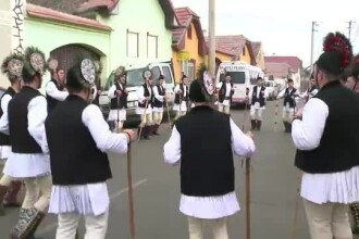 Cel mai spectaculos obicei de Craciun din Romania. Oameni din toata tara au venit sa-i vada