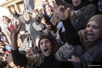 Unsprezece morti in ciocnirile dintre politie si sustinatorii lui Mohamed Morsi in Egipt