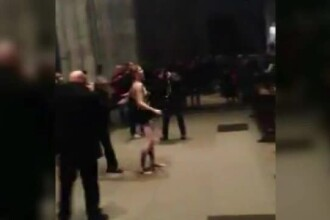 O activista FEMEN a protestat topless in timpul slujbei de Craciun de la o biserica din Germania