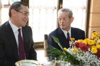 Victor Ponta a fost invitatul Regelui Mihai in a treia zi de Craciun la palatul de la Savarsin