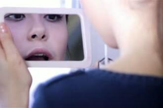 Femeia care nu se poate uita in oglinda. Motivul pentru care nu a iesit ani buni din casa te teama sa nu se vada in vitrine