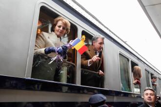 Trenul regal, intampinat de 1000 de persoane la Buzau. Calatoria simbolica a familiei regale de 1 Decembrie