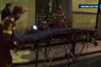 O tanara de 19 ani este in stare grava la spital dupa ce a cazut de la etajul 4. Prietenul ei sustine ca fata intindea rufele