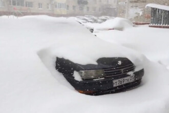 Furtuna neobisnuita de zapada in estul Rusiei. Cum au ajuns orasele dupa ce intr-o zi a nins cat intr-o luna