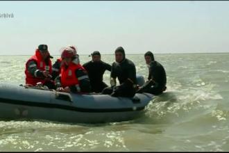 O barca cu trei barbati s-a rasturnat pe lacul Razelm, in Tulcea. Doi dintre ei au disparut