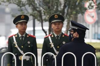 Pedeapsa cumplita pentru un baiat de 9 ani din China, prins la furat. L-au inchis intr-o cusca si l-au aruncat in apa. FOTO