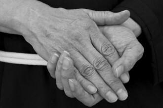 10 probleme de sanatate asociate cu tremuratul mainilor