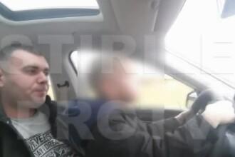 Un tata din Craiova s-a filmat in timp ce-si pune fiul de doar cativa ani sa conduca masina. Imaginile au ajuns pe internet