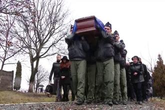 Pilotul elicopterului prabusit in judetul Sibiu a fost inmormantat cu onoruri militare. Mesajul sfasietor al fiicei sale