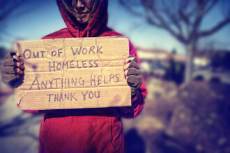 Un cersetor i-a oferit ultimii lui bani pentru ca ea sa ajunga acasa teafara. Ce a facut ea pentru el e o lectie de viata