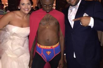 Momentul in care toti invitatii de la o nunta au ras cu lacrimi. Cine si-a facut aparitia in mijlocul ceremoniei
