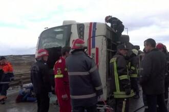 Accident foarte grav in Sibiu. Doua persoane au murit, dupa ce autocarul in care se aflau s-a rasturnat