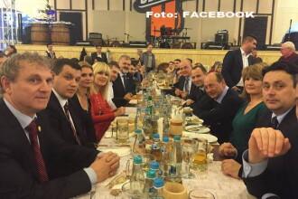 Traian Basescu a primit in 2014 cadouri in valoare de aproape 2.000 de euro. Ce a facut cu ele