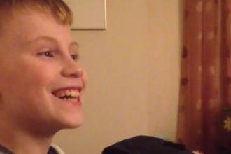 Ce se intampla cand un baietel de 10 ani afla ca va fi frate mai mare. Reactia lui a amuzat mii de oameni si e virala pe net
