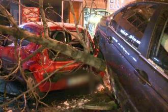 Incident grav in Capitala: un sofer a distrus sapte masini si a fugit de la locul accidentului. Politia inca il cauta