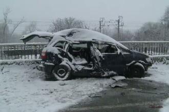 Accident grav in Arad. O femeie de 39 de ani si fiica ei au murit, dupa ce masina in care se aflau a fost izbita de un TIR