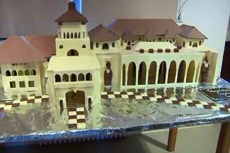 Surpriza printesei Lia si a printului Paul pentru Klaus Iohannis: un tort in forma palatului Cotroceni