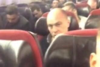 Momentul in care pilotul ii atentioneaza pe pasagerii avionului companiei Virgin Atlantic ca urmeaza o aterizare fortata