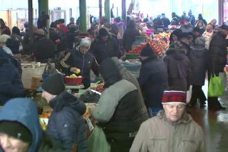 Aglomeratie mare in piete si magazine in ultimele ore ale lui 2014. Ce cumparaturi au fost lasate pe ultima suta de metri