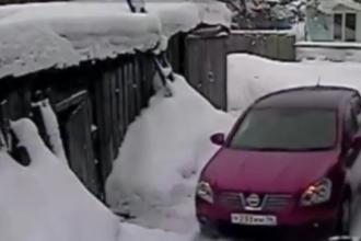 O soferita rusoaica a lovit cu masina de mai multe ori o vecina, suparata ca i-a zgariat SUV-ul. VIDEO