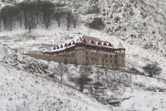 REVELION 2015. Cati bani au platit romanii pentru a petrece noaptea dintre ani intr-un castel cu 20 de feluri de mancare