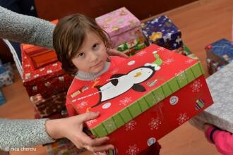 ShoeBox, campania prin care ii poti oferi unui copil sarman un Craciun fericit, printr-un simplu gest. VIDEO si FOTO