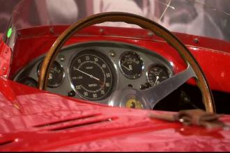 Zeci de masini de colectie, scoase la licitatie in New York. Cat costa vedeta expozitiei, un Ferrari din 1956