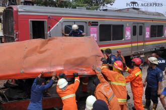 Tragedie cu 18 morti in Jakarta, dupa ce soferul unui microbuz a decis sa ocoleasca bariera de cale ferata