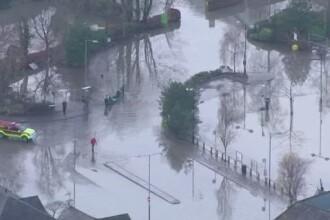 60.000 de locuinte fara curent electric, dupa furtuna care a provocat inundatii grave in Anglia si Scotia