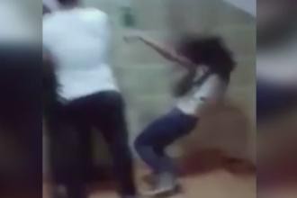Ancheta la liceul CA Rosetti din Capitala, dupa ce doua eleve s-au luat la bataie, iar una a fost impinsa pe scari. VIDEO