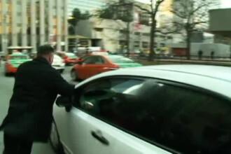 """Un sofer a fost tarat pe asfalt de o masina Uber, in timpul unui protest al taximetristilor, """"A fost infricosator"""". VIDEO"""