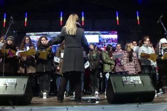 Zeci de copii din Cluj, dar si din alte 8 tari, au cantat la unison un colind, prin Skype: