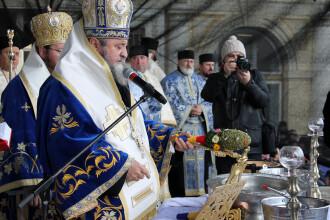 Mitropolitul Ardealului si-a etalat noua limuzina la o slujba de sfintire. Din ce bolid a coborat in centrul Sibiului