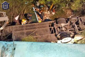 43 de jandarmi morti, noul bilant al accidentului din Argentina. O pana de cauciuc ar fi aruncat autocarul in prapastie