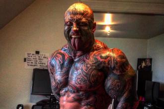 El are 130 de kilograme si 40 de tatuaje. Cum arata insa iubita halterofilului danez, poreclit
