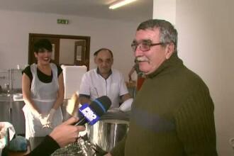 Chef Patrizia si Chef Hadean au gatit pentru 120 de persoane sarmane. Reactia oamenilor cand au aflat cine au fost bucatarii