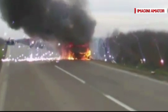 O masina a luat foc in trafic si a explodat, la Lugoj. Cum s-a salvat soferul din automobilul care a ars ca o torta