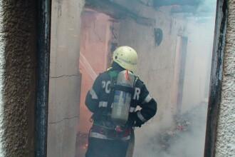 Explozie in garsoniera unui pensionar din Brasov. Pompierii au intervenit cu doua autospeciale