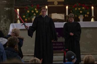O biserica protestanta din Berlin a tinut o slujba cu tema Star Wars. Predica tinuta de preoti cu sabii laser in mana