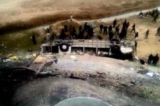 Accident grav in Afganistan. 43 de persoane au murit, dupa ce un autocar a cazut in albia unui rau. FOTO