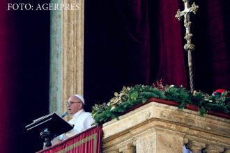 Papa i-a binecuvantat pe cei care ii ajuta pe imigranti si a condamnat consumerismul. Pelerinii, mai putini ca anul trecut