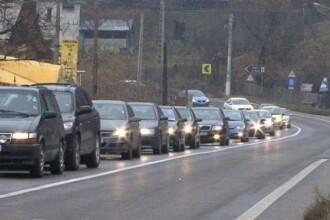 Trafic de cosmar pe Valea Prahovei. Se circula bara la bara si au avut loc 3 accidente intre Bucuresti si Sinaia