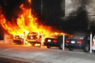 Sase masini au fost distruse in Hunedoara de un incendiu provocat in mod intentionat. Ce s-a gasit langa un autoturism