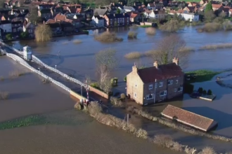 Regatul Unit, grav afectat de furtuna Frank. Vantul a atins viteze de 100 de km/h, iar mai multe zboruri au fost anulate