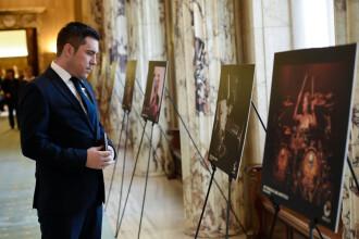 Expozitie dedicata fotografilor din Colectiv, la Palatul Victoria. Ce lucrari au putut admira cei prezenti
