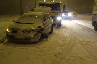 Accidente in lant in Baia Mare, joi seara, dupa ce zapada a acoperit poleiul de pe sosele: