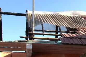 Clipe de groaza pentru doi batrani de 76 si 78 de ani, din Comanesti, Bacau. Fiul le-a incendiat casa